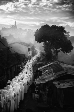 Procession, Ankaramalaza, Madagascar, n°1/7 - 2016 - PIERROT_MEN_277