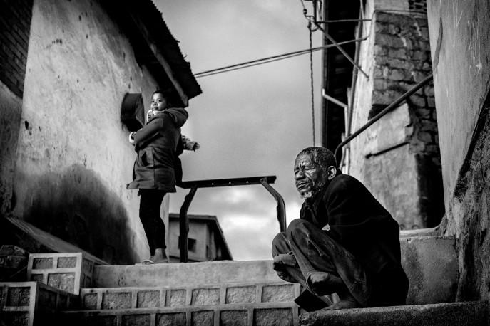 Francis, le gardien de la vieille ville, Fianarantsoa, Madagascar, n° 1/30 - 2020 - PIERROT_MEN_252